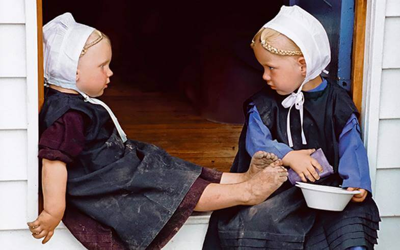 амиши девочки во дворе