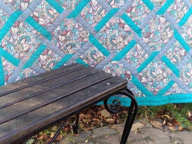 "красивое лоскутное одеяло с рисунком ""решетка"""